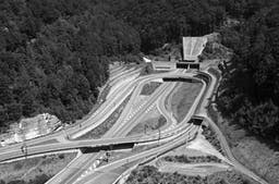 Autobahnanschluss von Saint-Ursanne der A16 «Transjurane». (Wikimedia Commons)